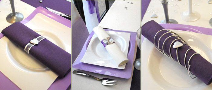 Table violette blanche et argent d coration de serviettes for Deco table argent et blanc