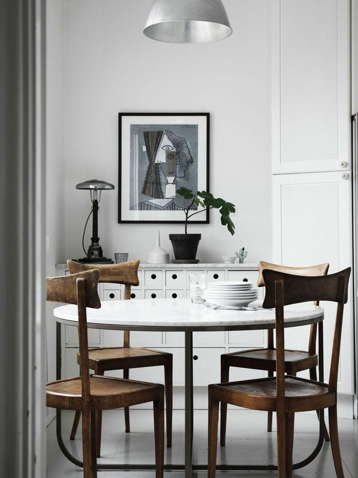 Kontinentalt möter avskalat – i vackra 20–talsvillan | ELLE Decoration #design #homedecor #scandinavian