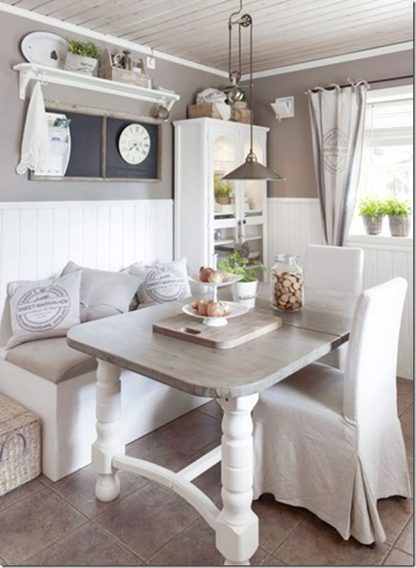 I love when two styles come together in perfect unison and sally at cottage fix has brilliantly married cottage style with shabby chic. Case E Interni Shabby Chic Faidate Farmhouse Dining Room Apartment Decorating Rental College Apartment Decor