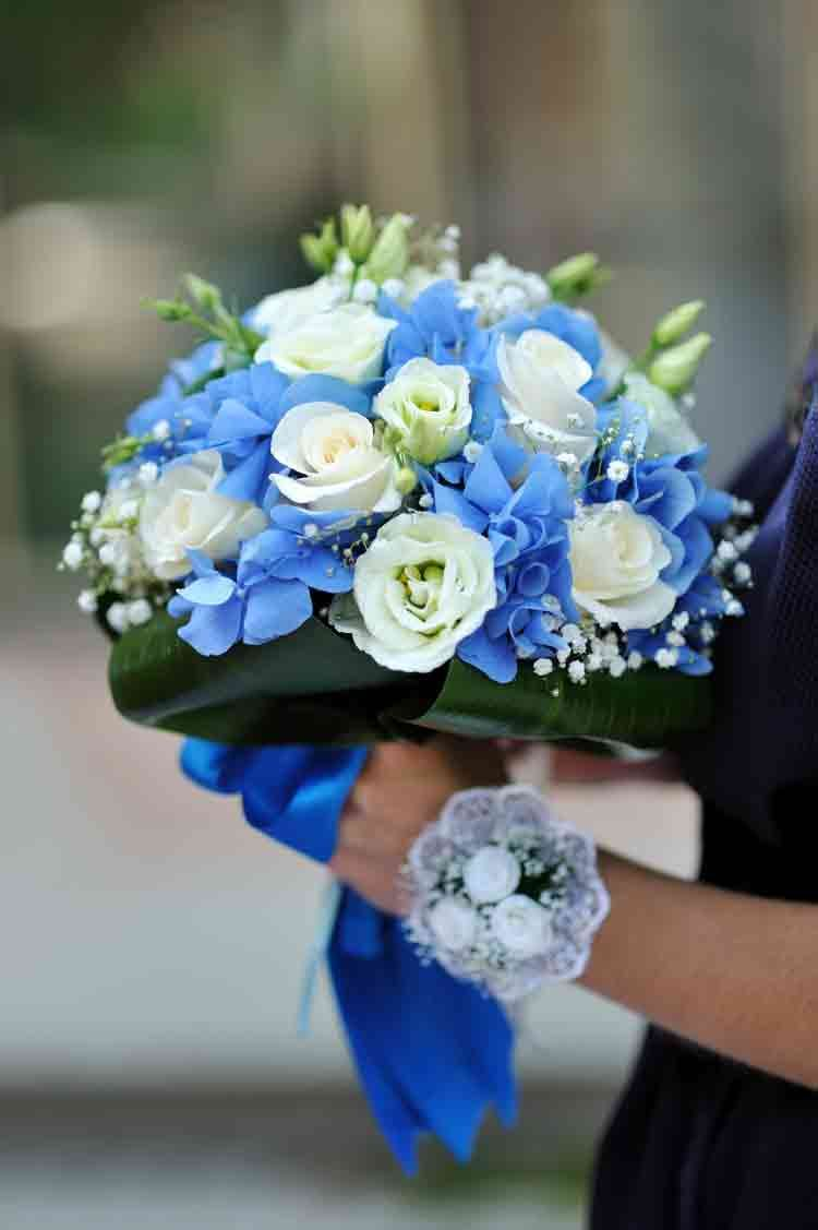 Beautiful Blue And White Fresh Flowers Wedding Bouquet A Class
