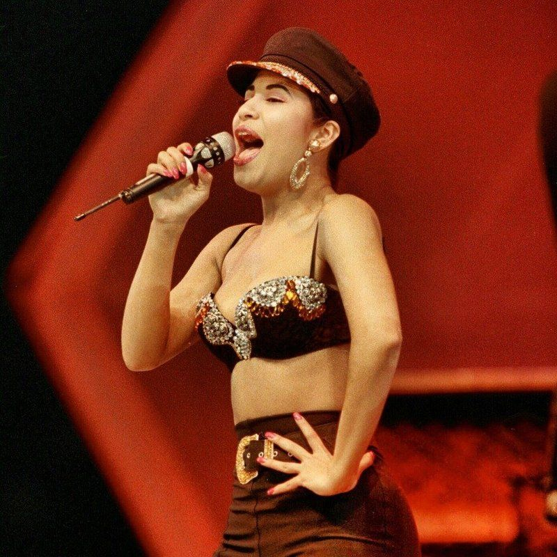 Selena Quintanilla's 6 most fabulous looks of all time (PHOTOS) | ¿Qué Más?