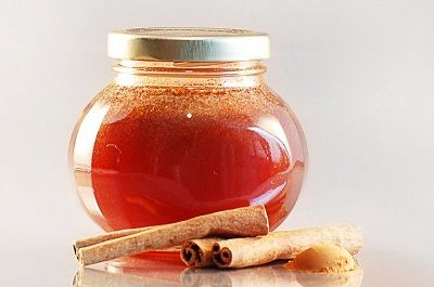 UPSET STOMACH: Honey taken with cinnamon powder cures stomach ache and also clears stomach ulcers from its root.  GAS: According to the studies done in India and Japan, it is revealed that when Honey is taken with cinnamon powder the stomach is relieved of gas.