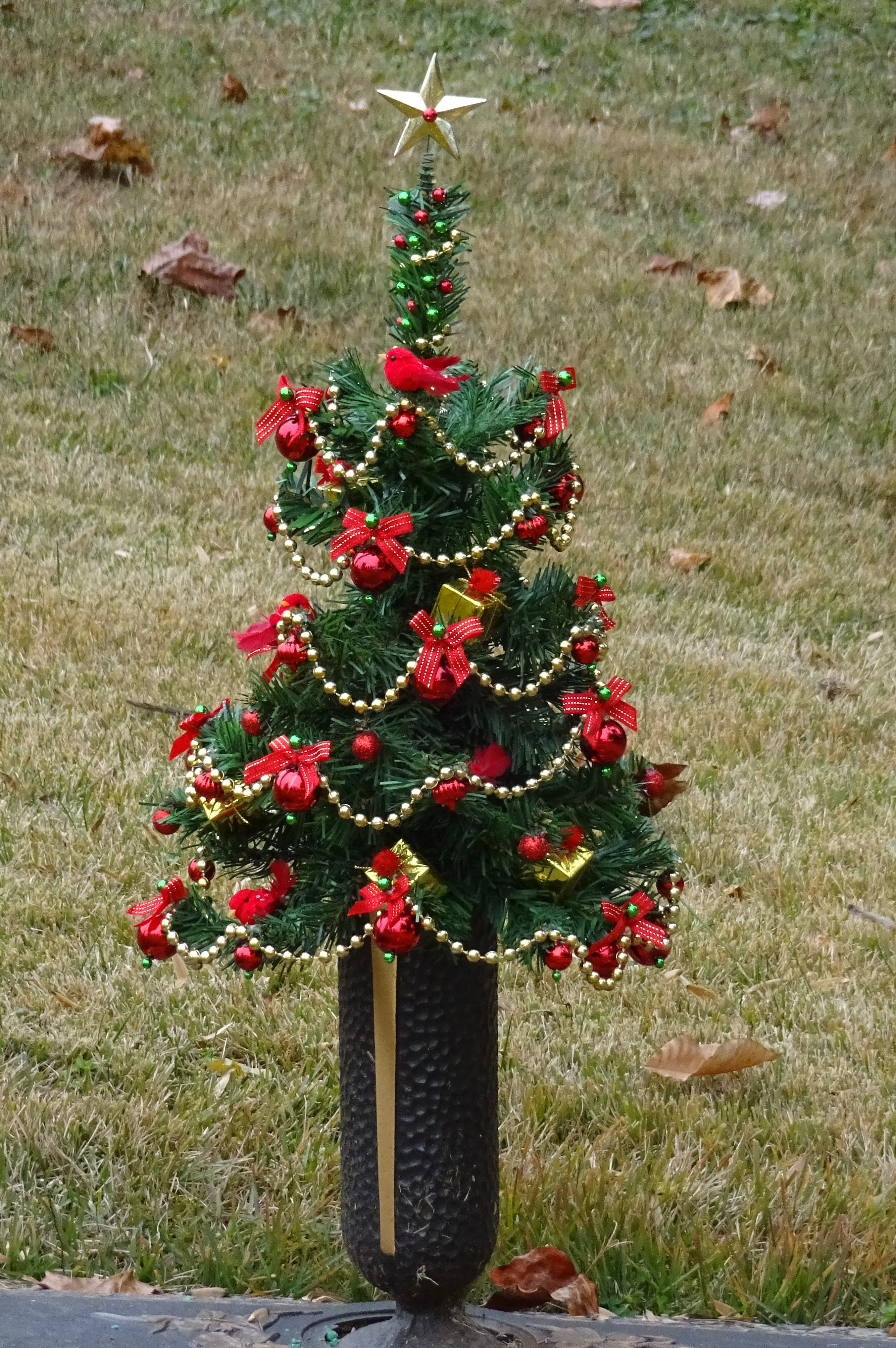 Cemetery Vase Christmas Tree Cemetary Decorations Memorial Flowers Cemetery Decorations