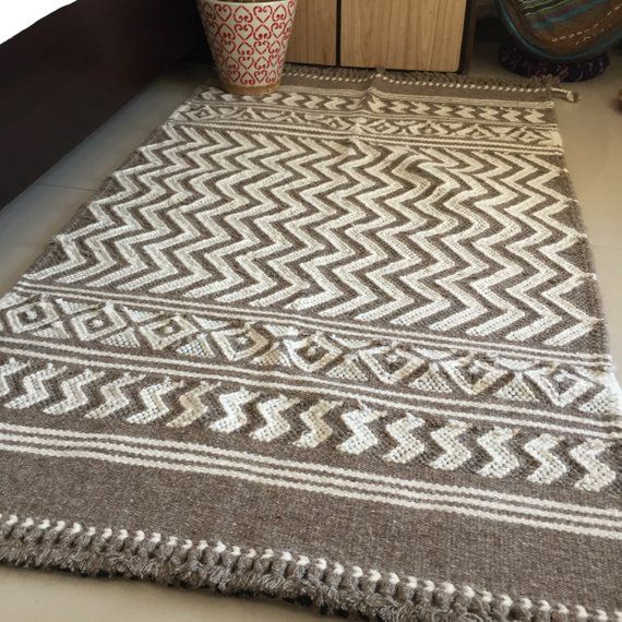 Country Style Natural Wool Rug Eco Friendly Handwoven