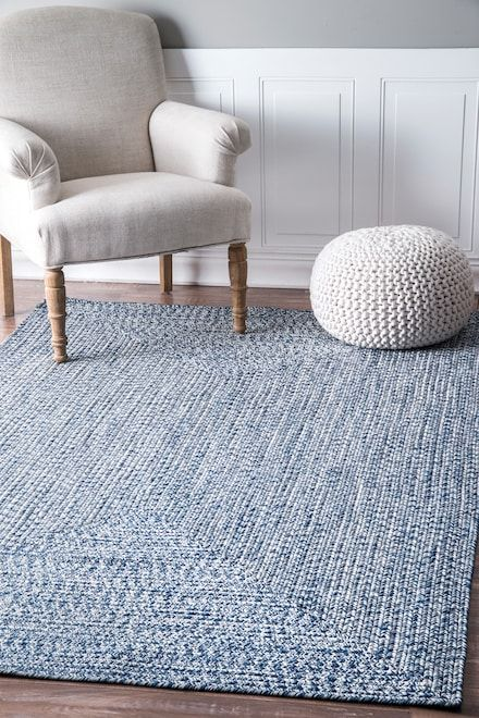 Bring This Contemporary And Braided Rug To Give An Elegant And Chic Look To Your Home Made Of 100 Percent Polypropylene Fiber The Rug Is Thin An Light Blue Rug