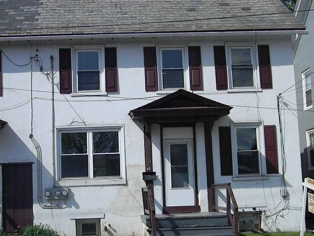 Quakertown Pa 18951 925 Month Plus Gas Electric Trash Second Floor Two Bedroom Apt In Town Recently Painted And Carp House Rental Quakertown Property