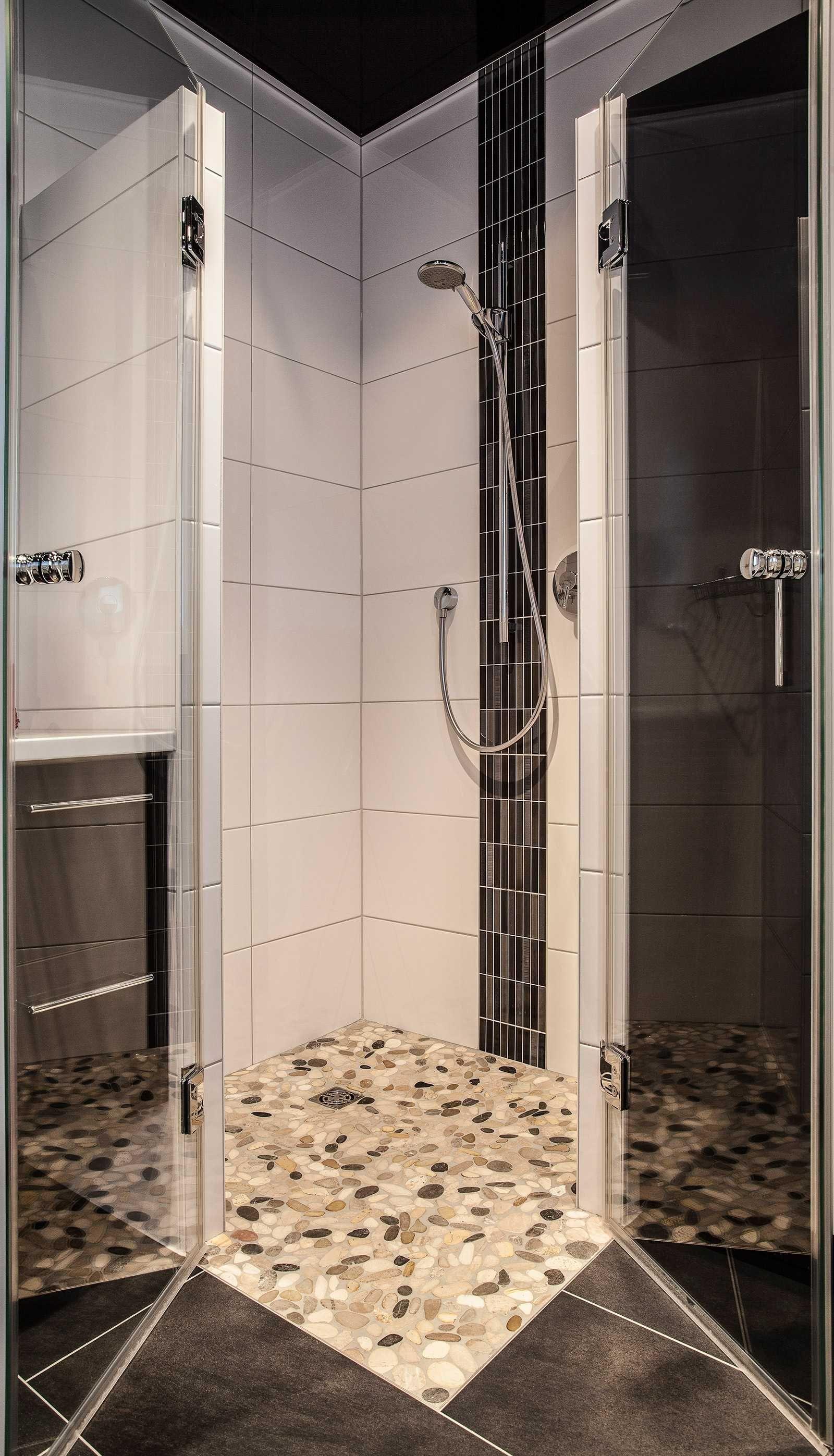 Ebenerdige Dusche mit Glasabtrennung. www.mini-bagno-mainz.de ...