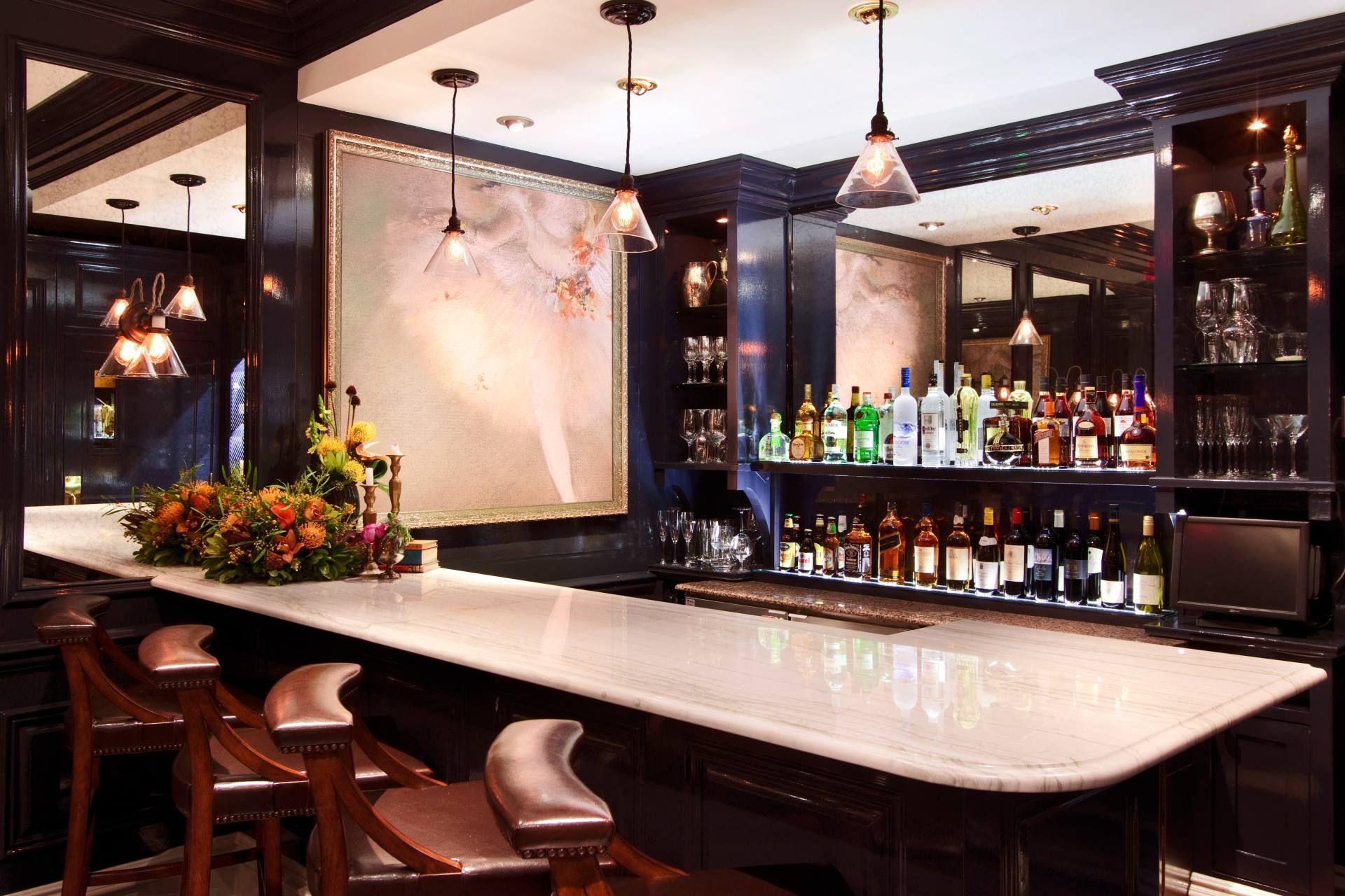 Lantern S Keep Photos Nyc Cocktail Bars Iroquois New York Secret Bar Hotel Bar Hidden Bar