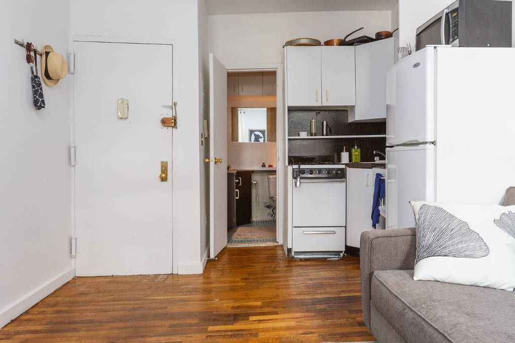 Microgreens Founder Alli Sosna S Tiny Nyc Apartment In The East Village Manhattan Has A Minimal Kitchen With Storage Cabinets