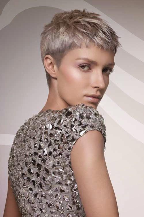 cortes de pelo corto mujeres jovenes con canas recortes
