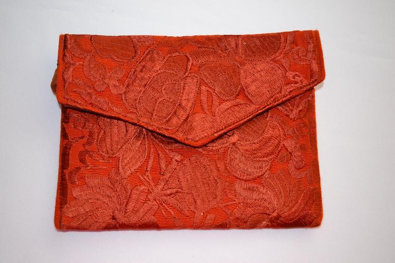 Huipil Purse ~ Mexican Handbag ~ Chiapas Clutch ~ Zippered Pouch ~ Flowered Bag ~ Floral ~ Embroidered ~ Evening Bag ~ Wristlet ~ Fringe ~