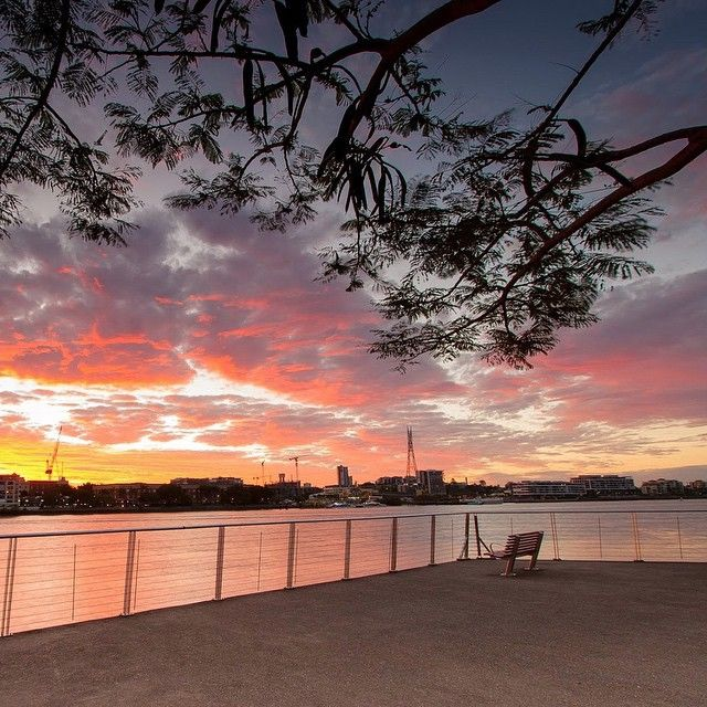 Sit back, relax and take in the view!  Tow.com.au tows Bulimba.  #bulimba #hawthorne #sunset #brisbaneriver #TowTowsHere #WeTowHere #thisisqueensland