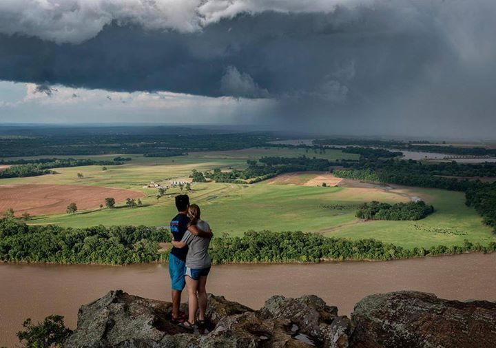@Piclogy : Thunderstorm viewed on Petit Jean Mountain in Arkansas | Photography by Linda Henderson https://t.co/9ijUVKYlHc #OurCam #Photography www.ourcam.co/