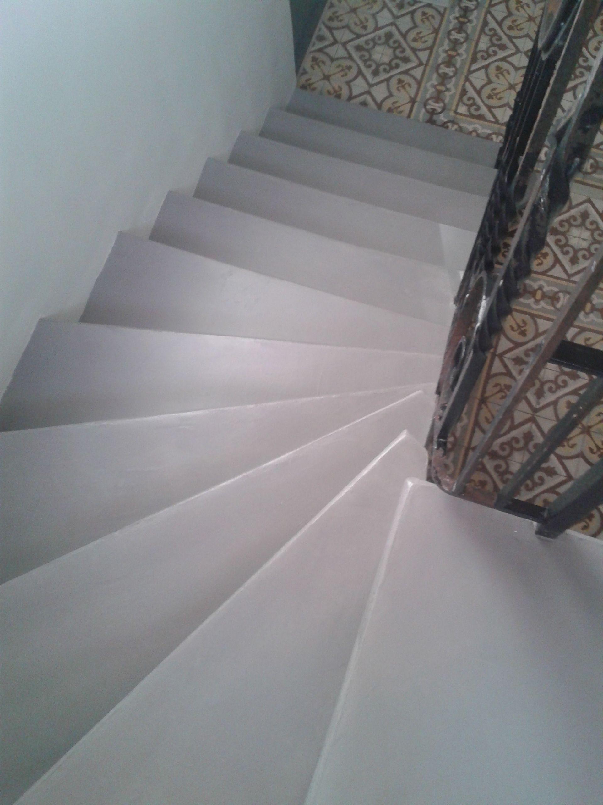 Escalier En Granito D Origine Recouvert De Resine Beton Idee Deco Escalier Decoration Escalier Escalier