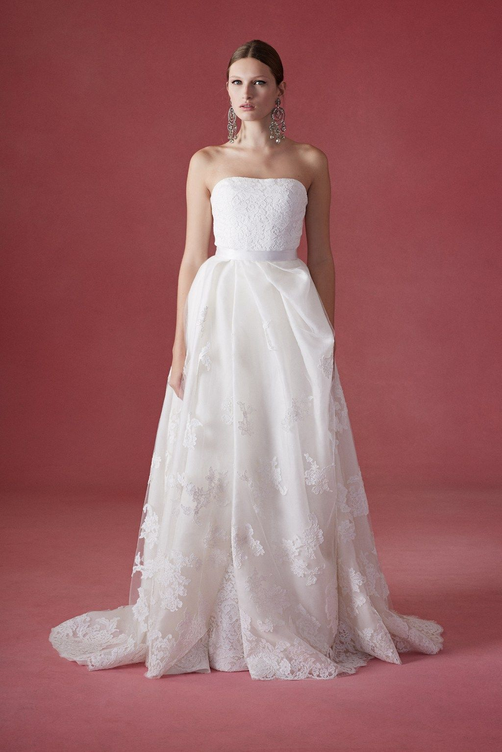 Copping, who has taken over the helm of things after the loss of the designer for whom the label is named, showcased a delightful Oscar De La Renta Bridal Fall 2016 collection at Bridal Fashion Week. Description from stylevitae.com. I searched for this on bing.com/images