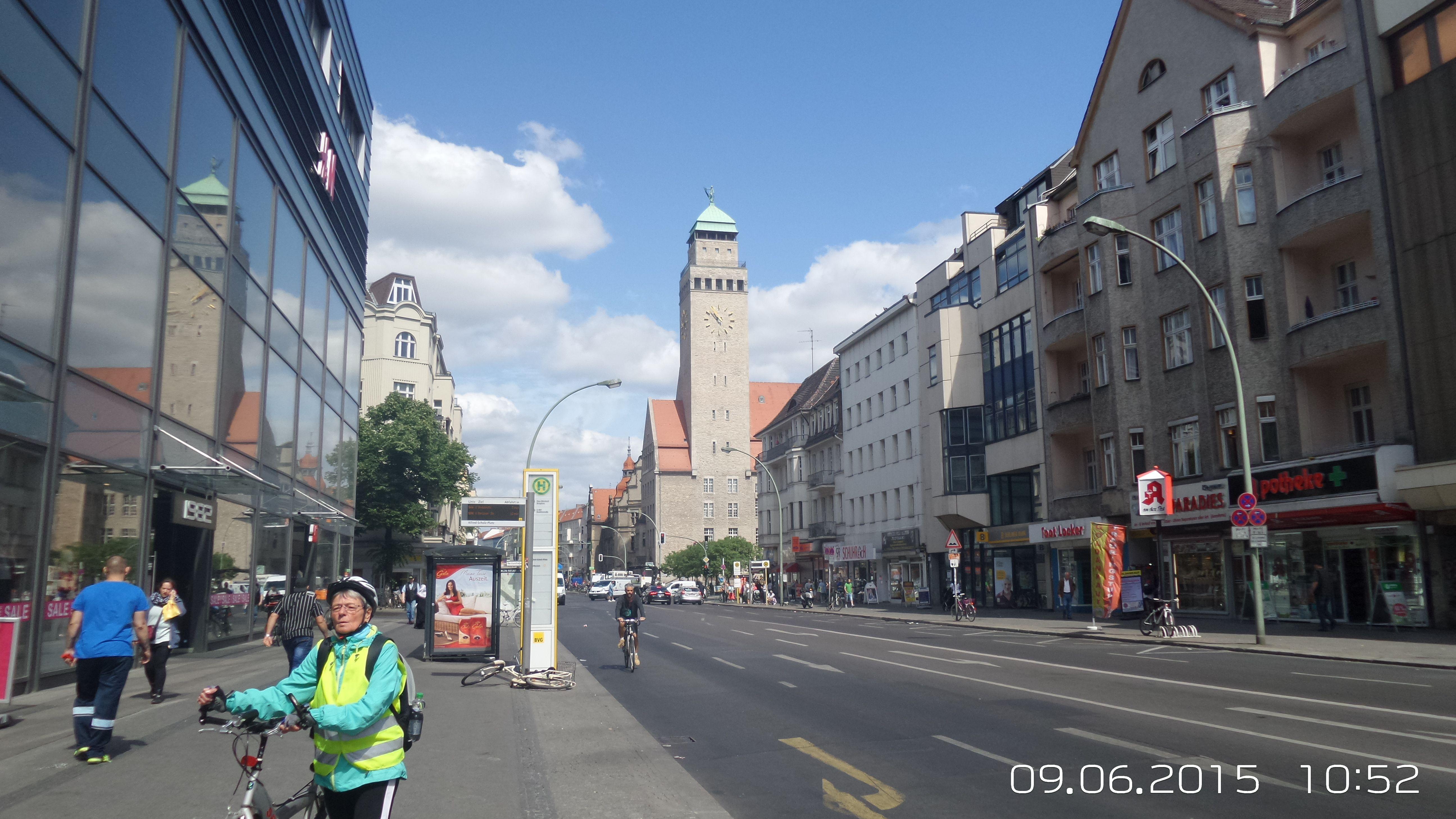 Neukölln, Karl Marx Str. mit Rathaus | Rathaus, Hauptstadt