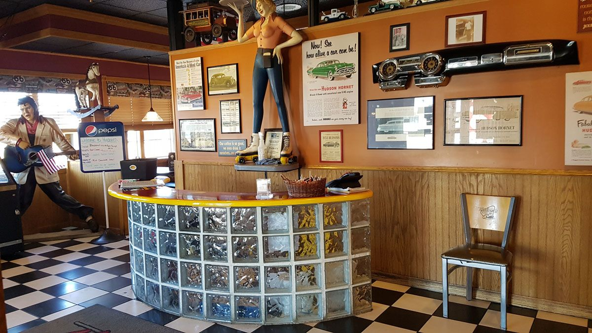 50s Theme Restaurant Hudsons Classic Grill In Escanaba Michigan