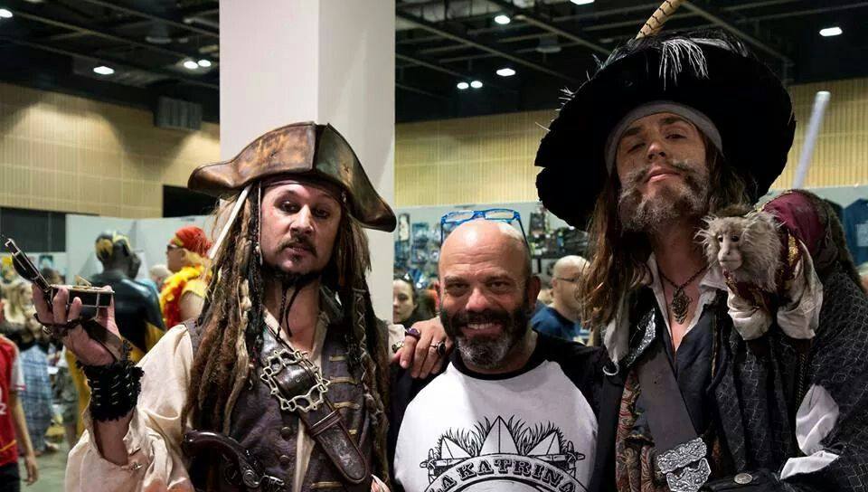 Jack n Hector and the one n only Pintell. #captainjacksparrowlookalike #jacksparrowlookalike #pintell #barbosalookalike #collectormania
