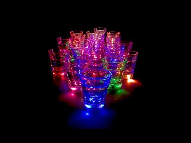 """Flotte og geniale """"shotte"""" glass til deg og dine venner når dere skal ha vorspill. Gjør kvelden om til noe annet."""