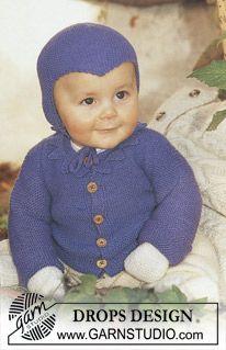 Sættet i Baby Merino består af Trøje, bukser, sokker, vanter og hue.