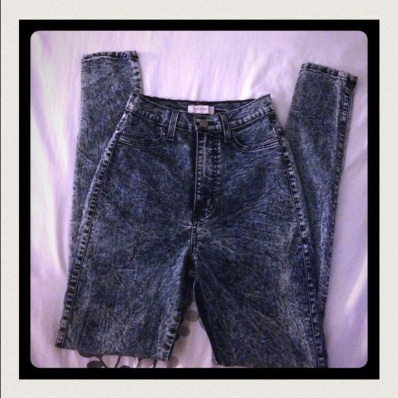 High waisted acid wash jeans High waisted ! Skinny jeans. Acid wash.  Great condition. Make your butt look great!!! Labeled size 3 but  fit a 4. Vibrant Pants Skinny