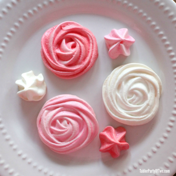 Gorgeous Valentine Meringue Cookies... beautiful and delicious.