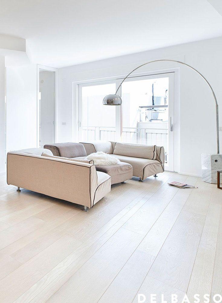 Elegante soggiorno rivestito con #parquet in quercia francese oliato ...