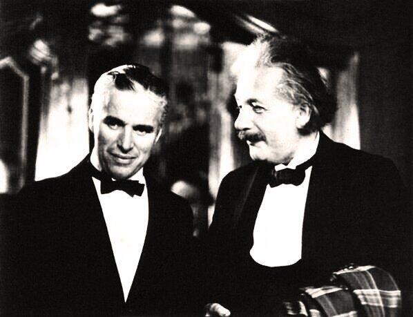 Charles Chaplin conoce a su fan Albert Einstein.