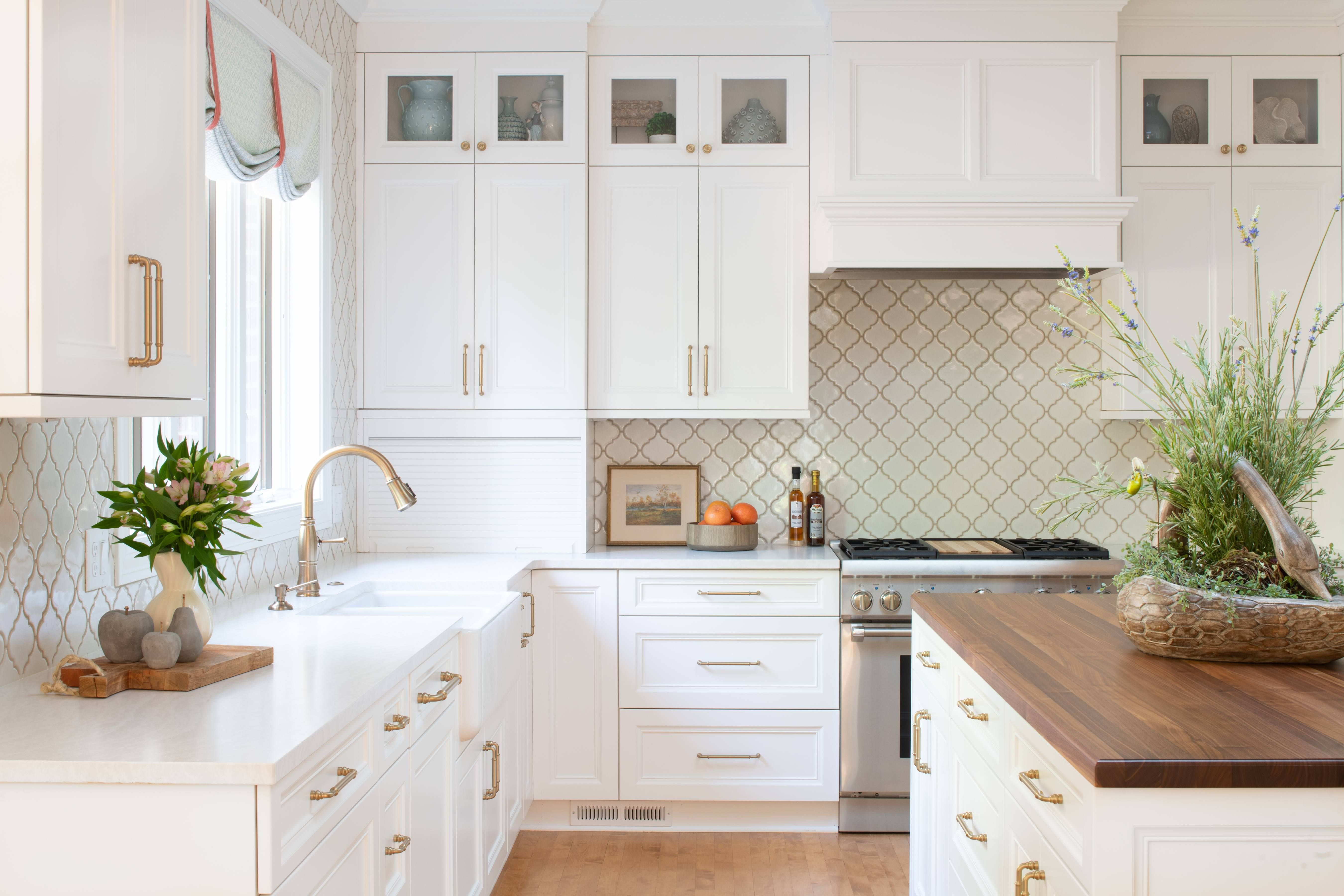 Traditional Warm And Bright Kitchen Kitchen Design Kitchen
