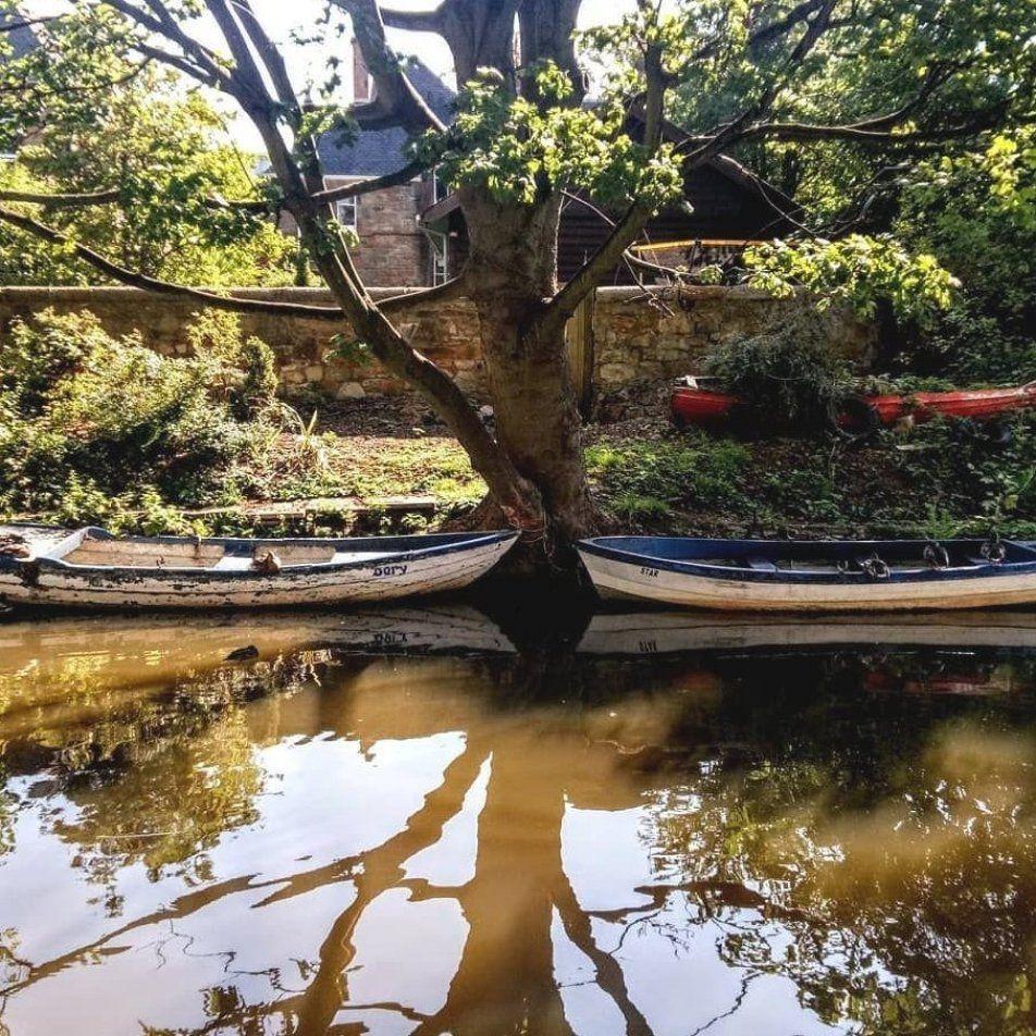 Alex Eades on Instagram     Friday morning stroll #edinburghwalks #edinburghlife #edinburghcity #endofsummerfun #scottishcountryside #summerwalk #secretthings