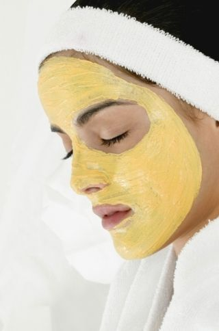 """Homemade DIY ANTI-WRINKLE Facial Mask....Ingredients : 1 1/2 tbsp. honey, 1/2 tsp. carrot juice, and a """"PINCH"""" of baking soda..Mix honey with the carrot juice..Apply it on your face.Remove using cotton wool (found in bandage section at grocery store, discount store, drugstore..etc..) dipped in warm water to which a pinch of baking soda has been added..Do this daily for anti-aging"""