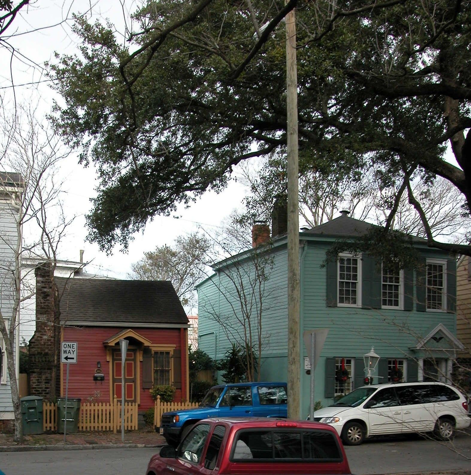 Smallest House Savannah Ga One Of The Savannah Homes My Photography A Must See On A Tour Historic Homes Small House Row House