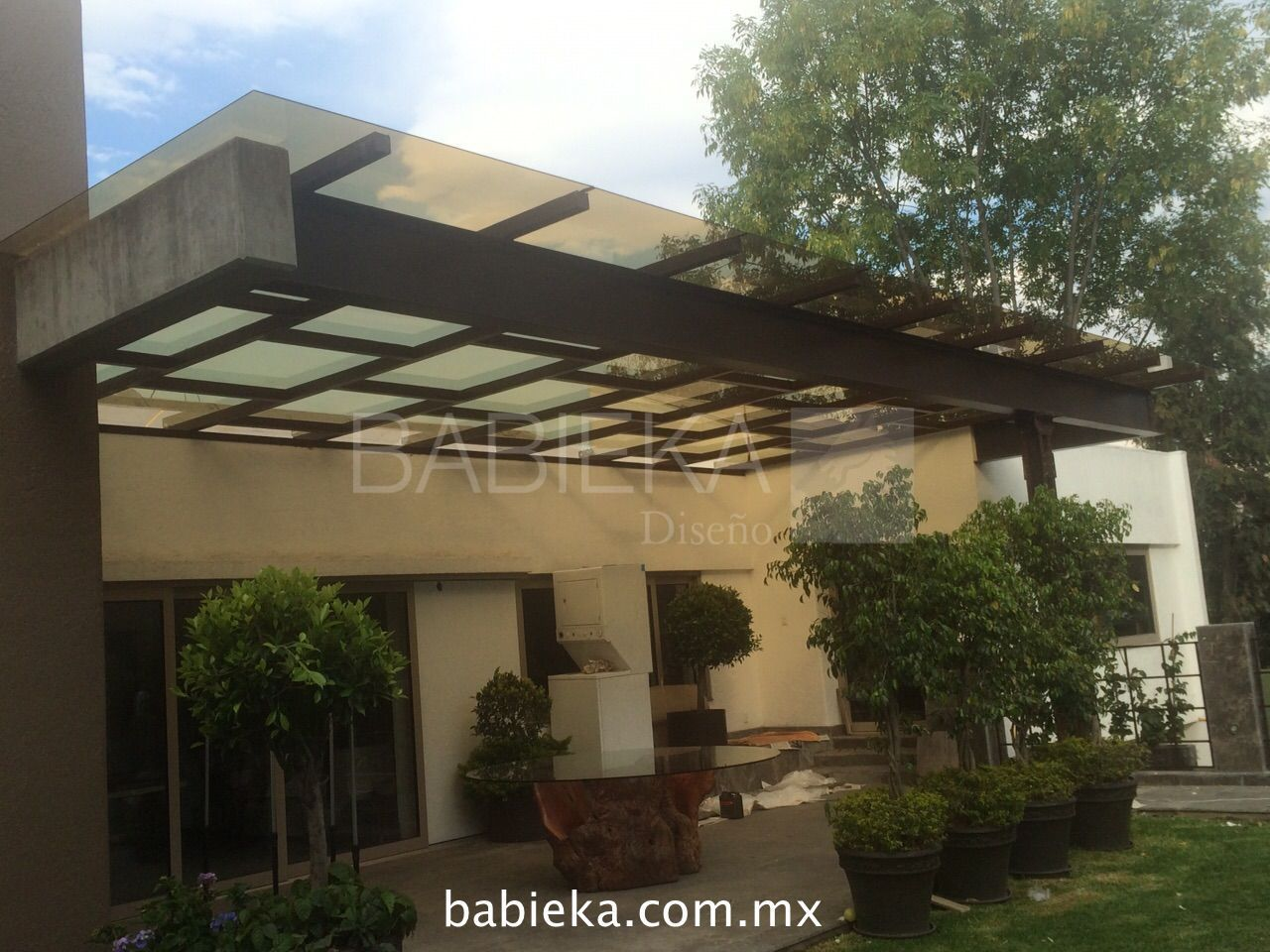 Terraza con domo en cristal templado y pel cula de control for Patios y terrazas