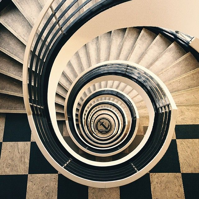 Best Black And White Spiral Staircase With Checkered Tile Floor 400 x 300