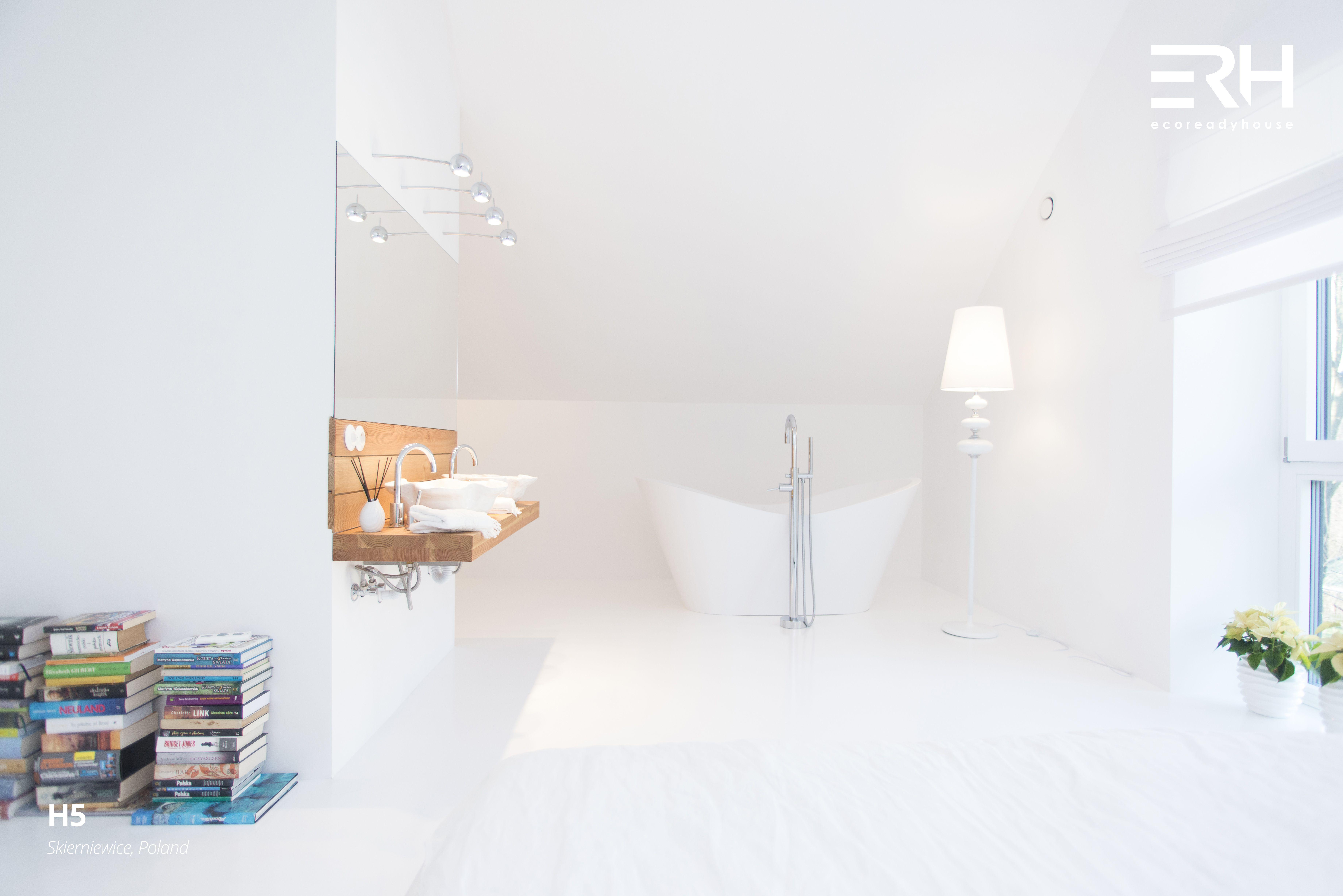House H5 in Skierniewice, Poland #architecture #design #modernarchitecture #dreamhome #home #house #modernhome #modernhouse #moderndesign #homedesign #homesweethome #scandinavian #scandinaviandesign #lifestyle #stylish #bigwindows #interior #interiors #homeinterior #pastel #bathtube #woods #comfortzone #cozy #bedroom #bathroom #spazone #white #decor #books #art #openspace #ecoreadyhouse #erh
