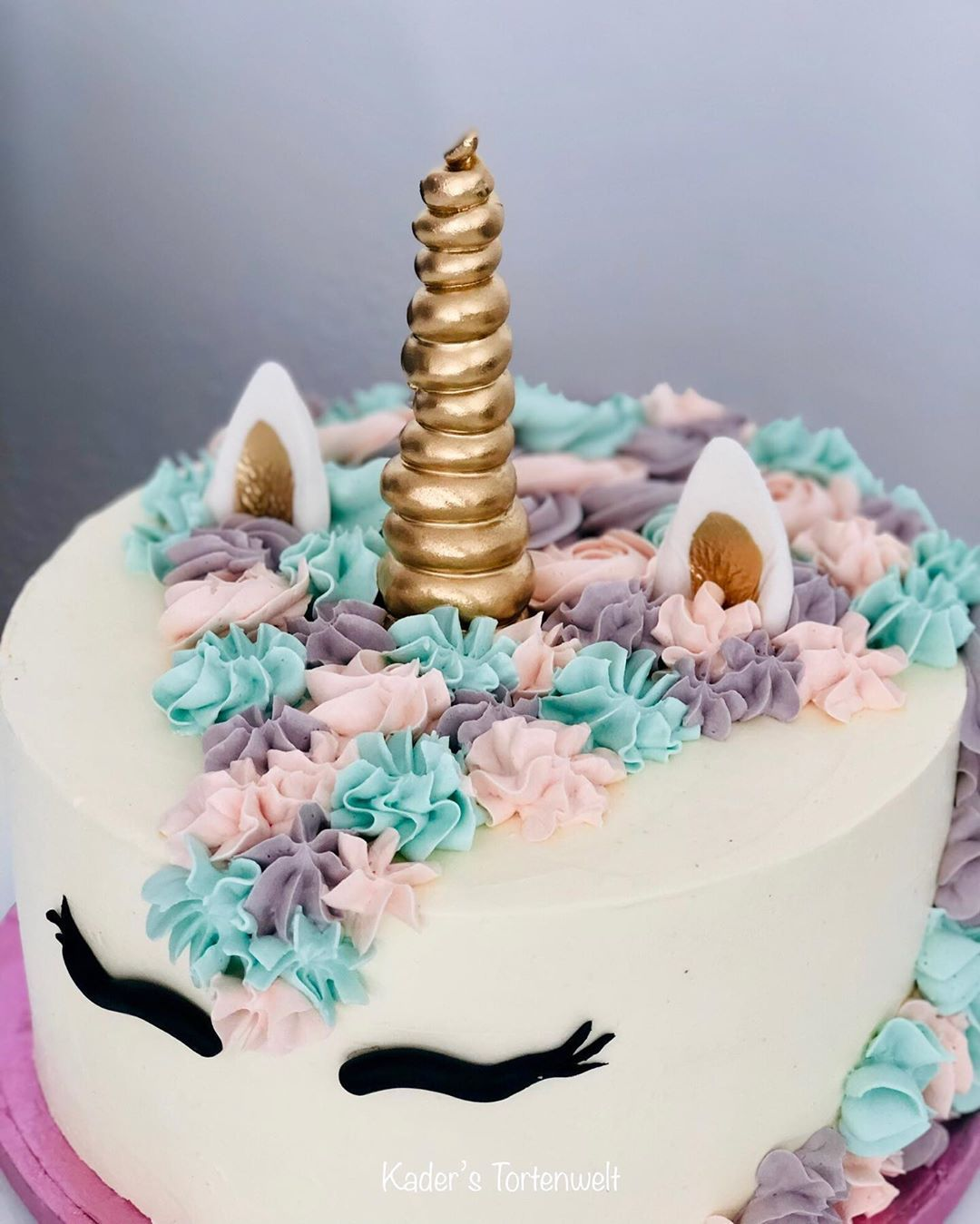 Unicorn 🦄 . . #unicorn#unicorncake#cake#birthday#birthdaycake#torte#geburtstag#einhorn#swissmeringue#buttercream#bakery#bakerylove#instagram#instacake#