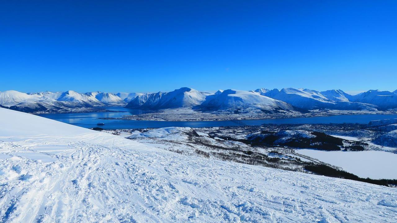 Vesterålen island range Norwegian Arctic [OC] [2048x1150