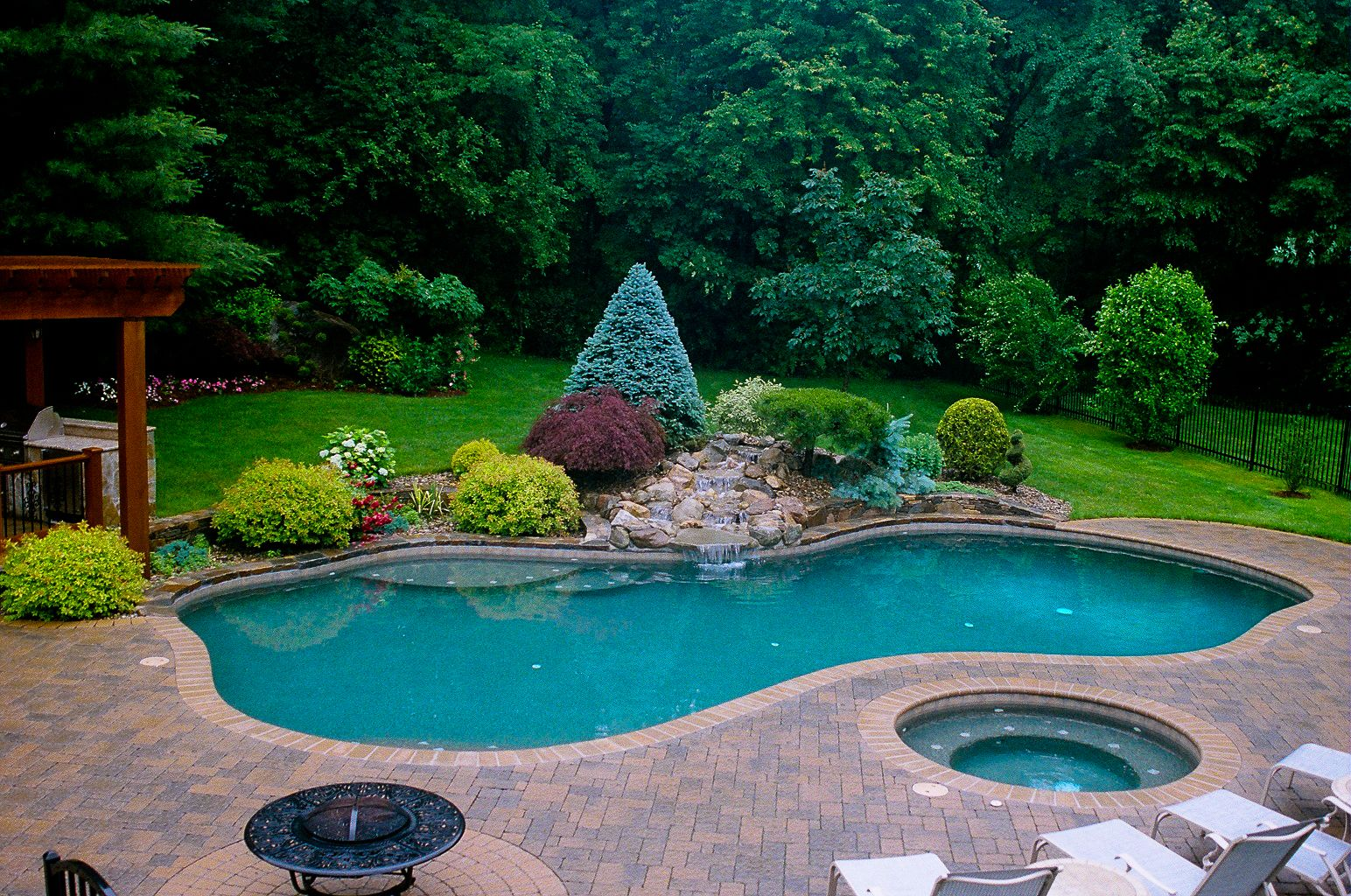plunging pools and landscaping | Backyard pool landscaping ... on Backyard Inground Pool Landscaping Ideas id=59514