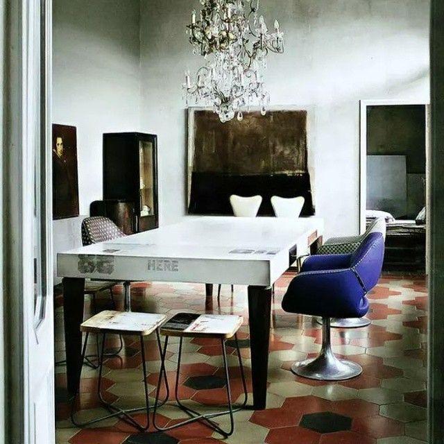 Lake Como House, Itália. Projeto dos designers Draga Obradovic e Aurela Basedow . #interiores #arquiteturaeinteriores #arte #artes #arts #art #artlover #design #interiordesign #architecturelover #instagood #instacool #instadaily #furnituredesign #design #projetocompartilhar #davidguerra #arquiteturadavidguerra #shareproject #dinigroom #diningroomdesign #dragaobradovic #aurelabasedow #italyhouse #lakecomo