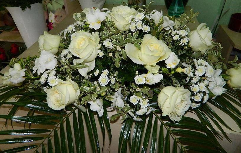 Centro hecho con flores