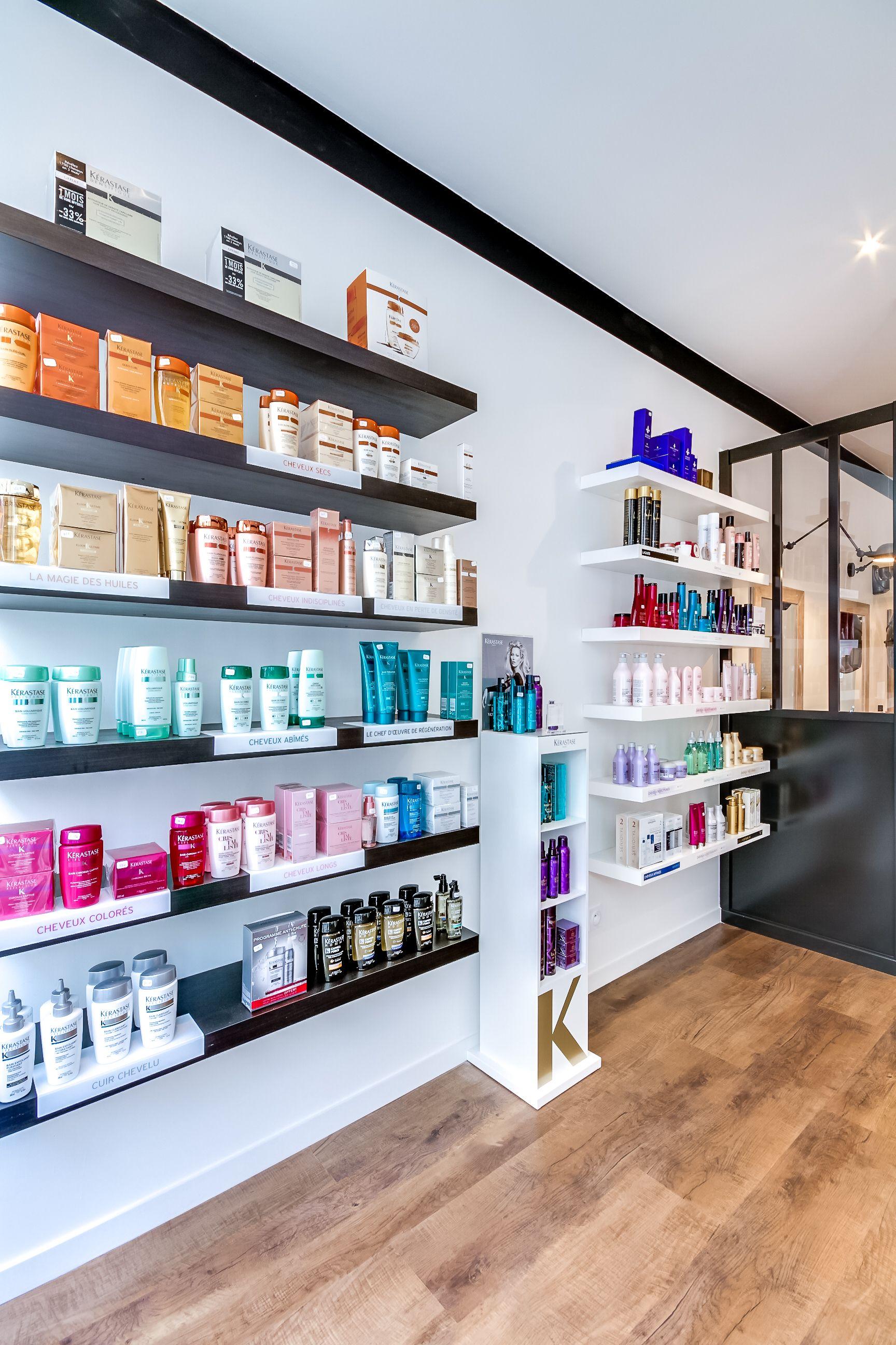 Renovation Totale D Un Salon De Coiffure Paris Espace Retail Agence Deco At Ome Deco Photos C Meer Beauty Salon Decor Salon Retail Display Hair Salon Design