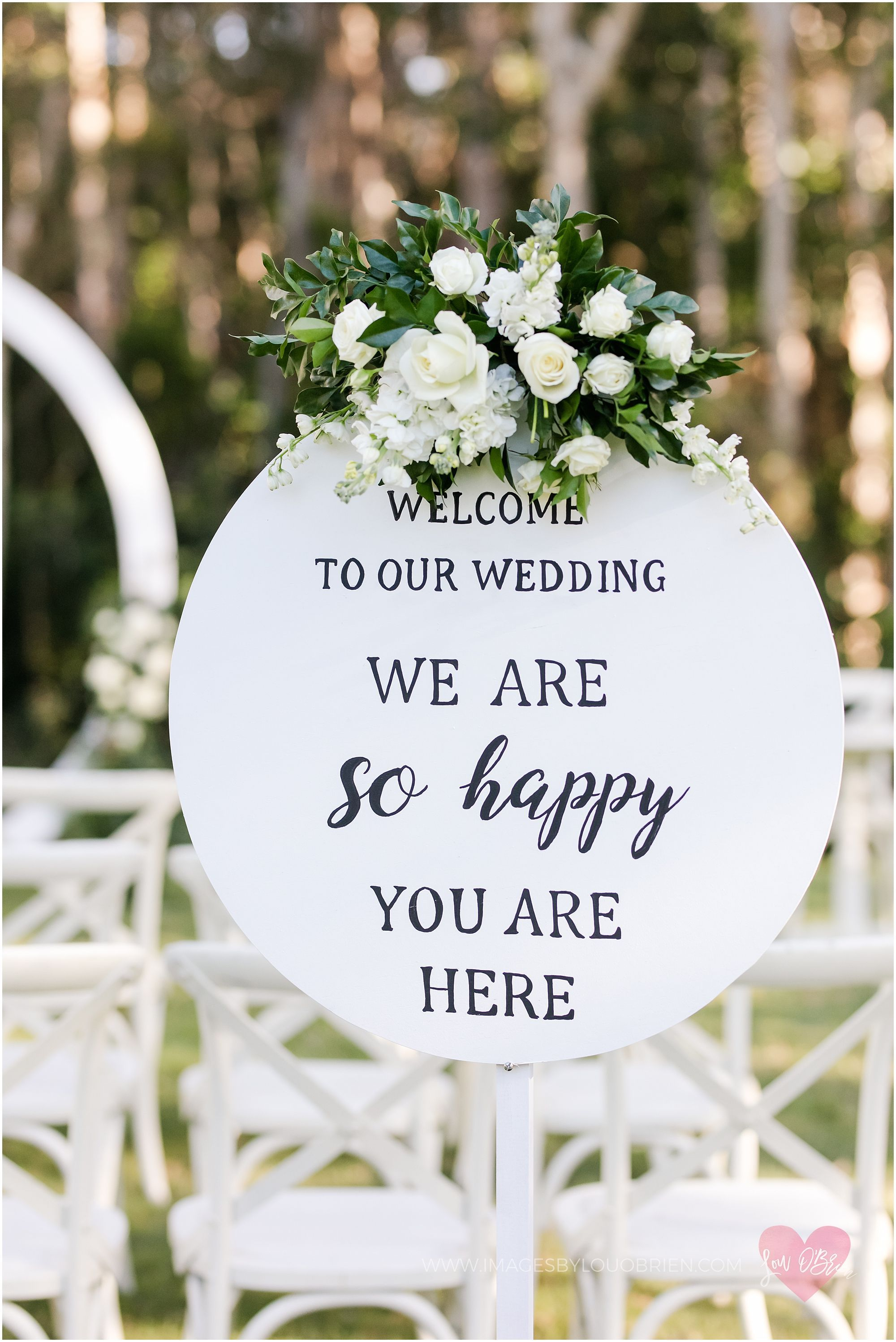 White round welcome sign wedding ceremony with white flowers white round welcome sign wedding ceremony with white flowers greenery mightylinksfo