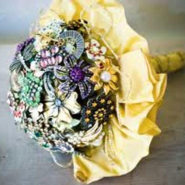 Fabulous antique broach bouquet for brides. The latest trend.