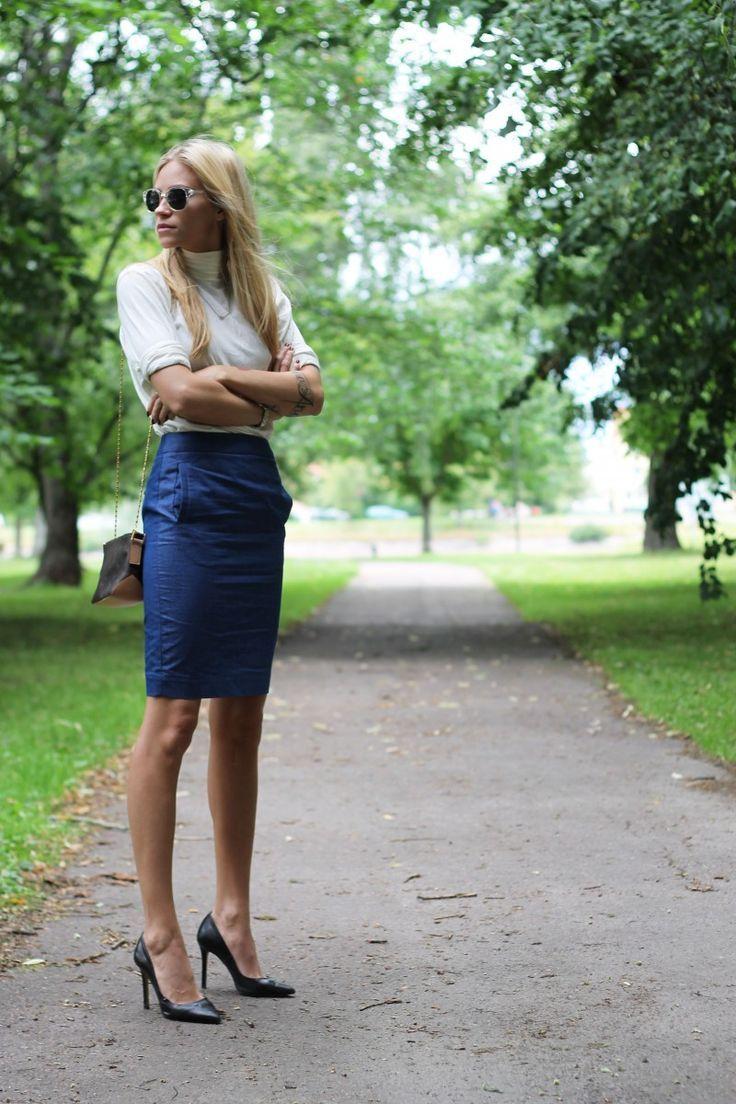 Pencil skirt - heels - legs........