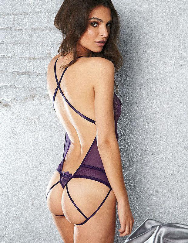 Emily Ratajkowski Pics From Blurred Lines Hot Girls