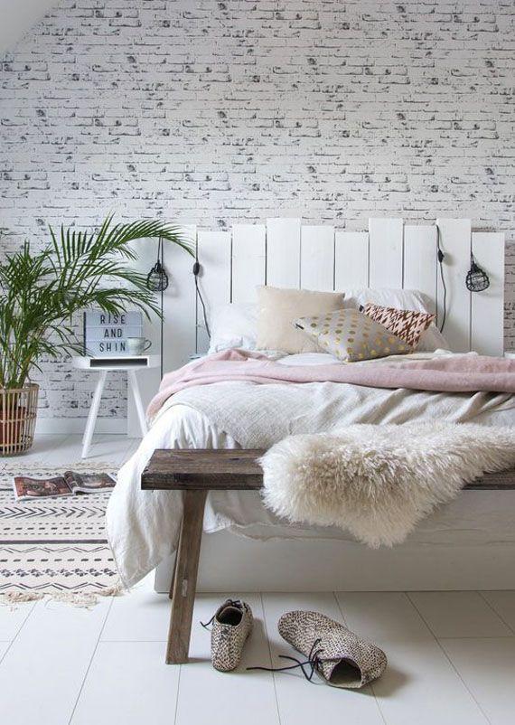 Paredes de ladrillo pintadas en blanco cabecero de lamas for Lamas vinilo pared