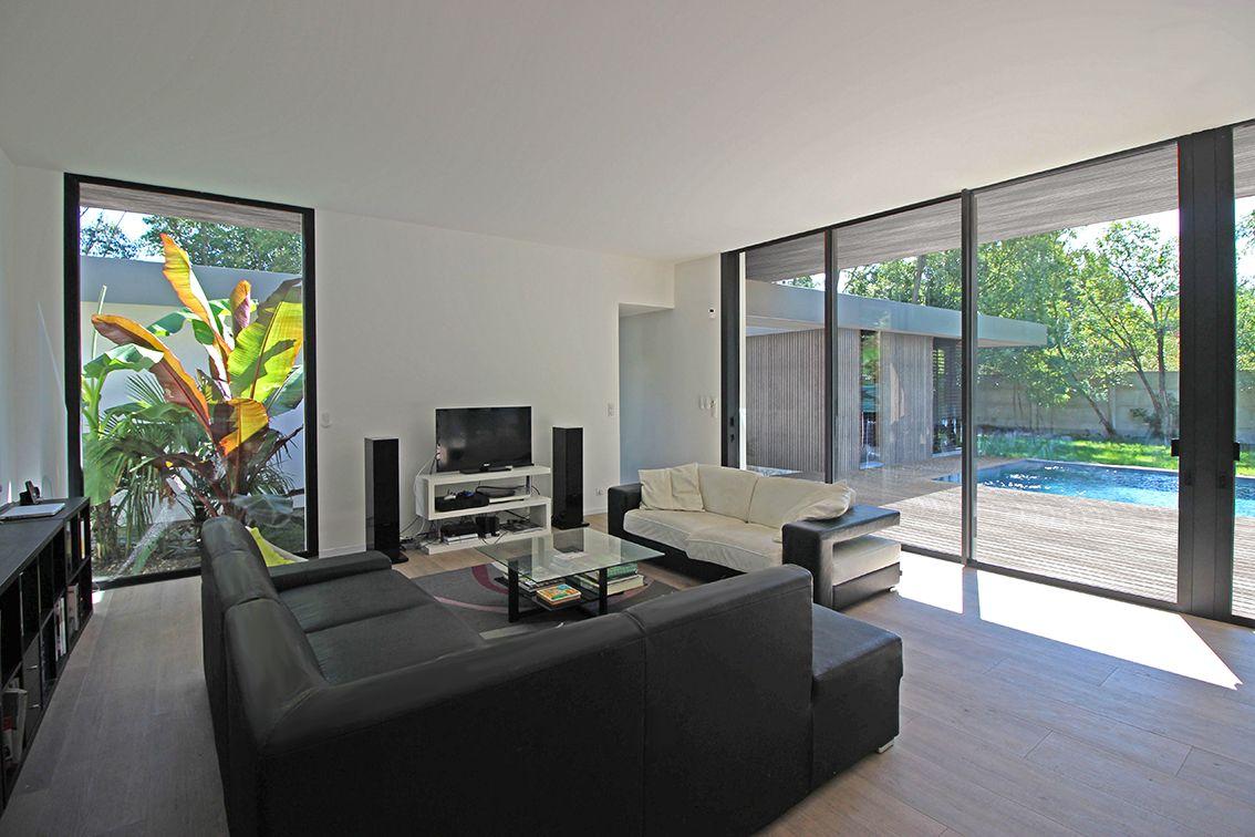 Atelier Scenario Architectes Villa D Exception Contemporaine A Patios A Toulouse Salon Amenagement Interieur Maison Maison D Architecture Interieur Maison