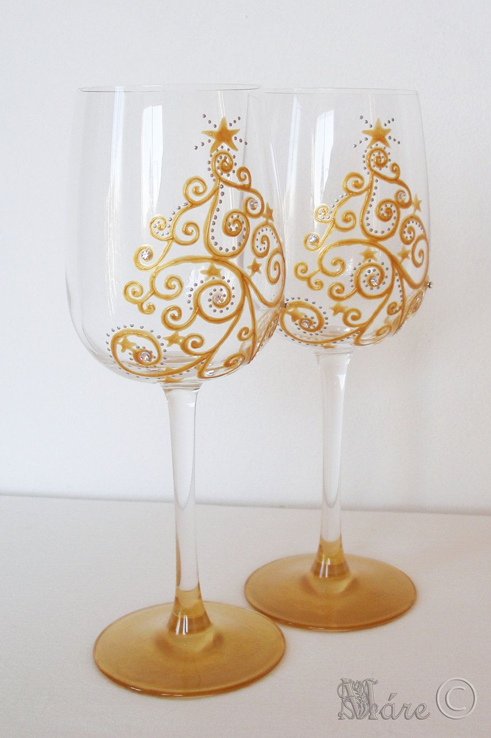 Christmas tree swarovski crystals hand painted wine glass for Hand painted wine glass christmas designs