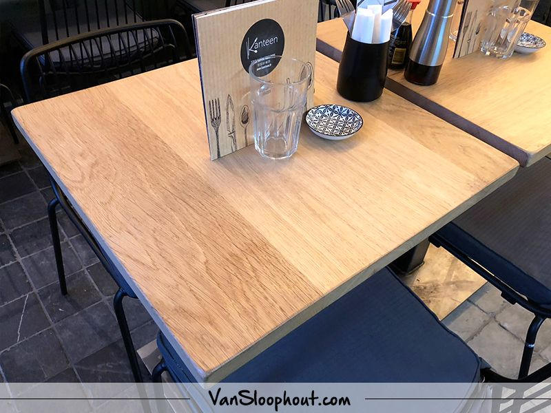 Rustiek eiken horeca tafeltjes simpel en minimalistisch