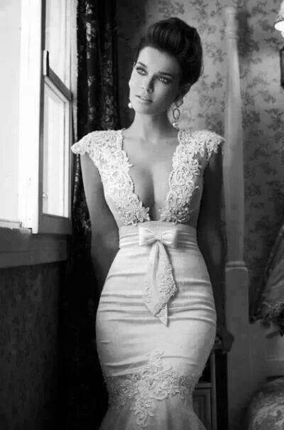 .woo cleavage! Very pretty dress though.